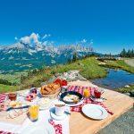 skiwelt_000893_fruehstueck-am-berg_bildarchiv-skiwelt